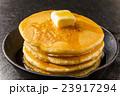 パンケーキとシロップ   typical pancake 23917294
