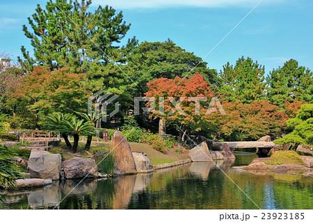 秋晴れの徳川園 23923185