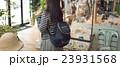 商業施設にて 撮影協力:TENOHA DAIKANYAMA 23931568