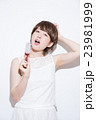 ショートヘア 女性 23981999
