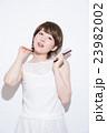 ショートヘア 女性 23982002