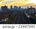 夕焼け 線路 電車の写真 23997095