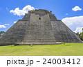 マヤ遺跡のウシュマル遺跡 24003412