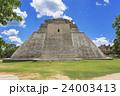 マヤ遺跡のウシュマル遺跡 24003413