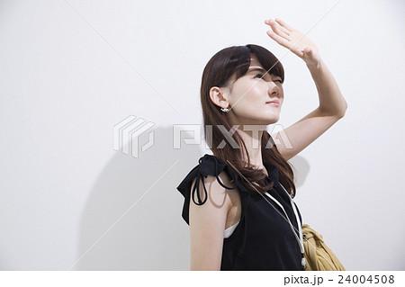 夏の日差し風ライティング_20代女性 24004508