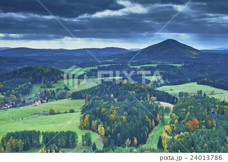 View of the autumn landscape 24013786