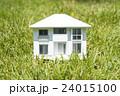 家 模型 芝生の写真 24015100