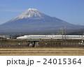 富士山と東海道新幹線N700系(回送列車) 24015364