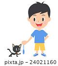 猫と遊ぶ男の子 24021160