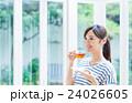 若い女性(紅茶) 24026605