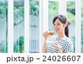 若い女性(紅茶) 24026607
