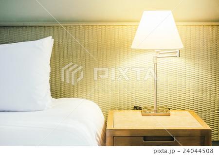 Pillow on bedの写真素材 [24044508] - PIXTA