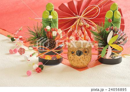 お正月イメージ 門松とフクロウ 24056895