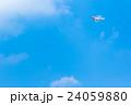 ドローン 無人航空機 無線操縦航空機 クアッドコプター 空 青空 文字スペース 24059880