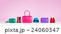 カラフルなファッション小物。バッグ、靴、帽子。 24060347