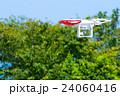 ドローン 無人航空機 無線操縦航空機 クアッドコプター 空 青空 文字スペース 24060416