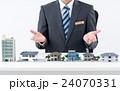 不動産 ビジネスマン 住宅の写真 24070331