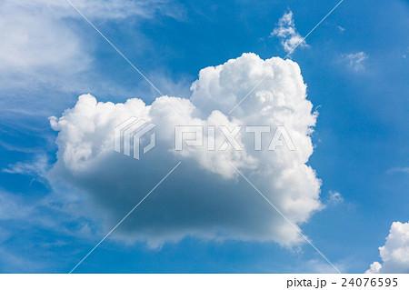 ハートのような雲 24076595