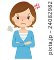 女性 主婦 表情 怒り 24082982
