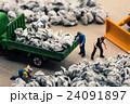 ゴミ収集業者 ミニチュア人形 24091897