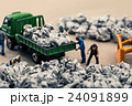 ゴミ収集業者 ミニチュア人形 24091899