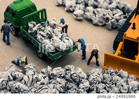 ゴミ収集業者 ミニチュア人形 24091900