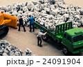 ゴミ収集業者 ミニチュア人形 24091904
