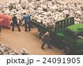 ゴミ収集業者 ミニチュア人形 24091905