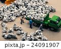 ゴミ収集業者 ミニチュア人形 24091907