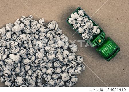 ゴミとトラック 24091910