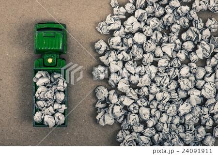 ゴミとトラック 24091911