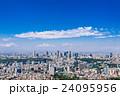 新宿副都心のビル群と東京の町並み 24095956