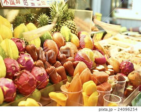 市場の果物 24096254