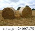 イギリスイングランドの麦畑の麦わらロール2 24097175