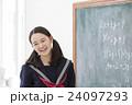 笑顔の女子学生 24097293