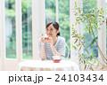 若い女性(紅茶) 24103434