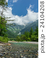 清流と穂高連峰 24104208