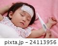 赤ちゃん 女の子 発熱の写真 24113956