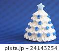 白いクリスマスツリー 24143254