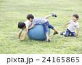 3兄弟ボール遊び 24165865