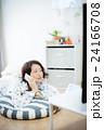 テレビ くつろぐ 女性 24166708