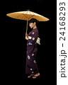 番傘をさす浴衣を着た女性 24168293