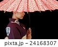 番傘をさす浴衣を着た女性 24168307