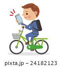 スマホを見ながら自転車を運転するビジネスマン 24182123