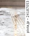 雨 道 路面の写真 24187053