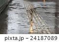 雨 路面 濡れるの写真 24187089