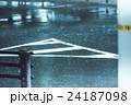 道 路面 雨の写真 24187098
