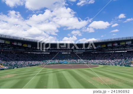 青空と阪神甲子園球場 24190892