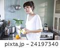 キッチン 女性 ポートレート  24197340