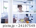 キッチン 女性 ポートレート  24197549